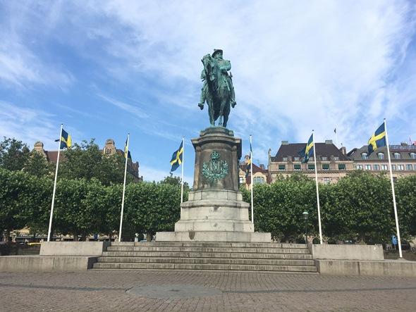 Karl X Gustav Statue